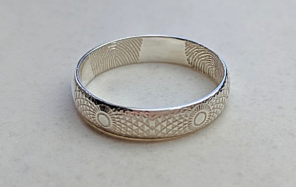make your own wedding rings, laser engraved wedding rings, personalised, finger prints, laser engraved jewellery, patterned wedding rings